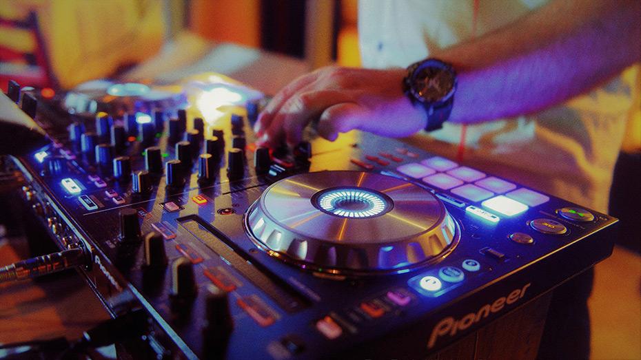 DJ Sanjin live